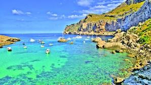 Reino Unido desaconselha viagens às ilhas Baleares e Canárias devido ao coronavírus