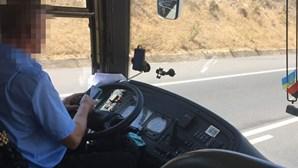 Filmado a mandar mensagens enquanto conduz autocarro com turistas no Algarve