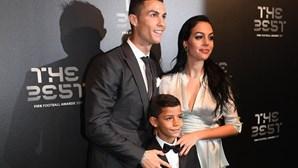 """Filho de Cristiano Ronaldo chama """"mãe"""" a Georgina"""