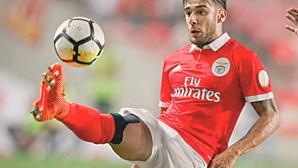Salvio de prevenção no Benfica para defesa-direito