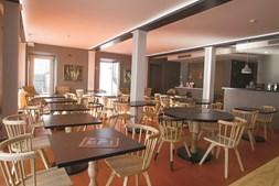 São  22 quartos duplos, quatro lofts familiares e uma suíte que aguardam os visitantes da cidade dos estudantes