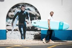 O surfista Frederico Morais