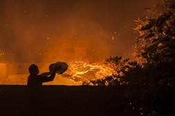 Popular combate o incêndio no Pinhal de Leiria, na Marinha Grande