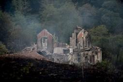 Habitação destruída pelo fogo na freguesia de Fraião em Braga