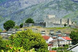 A presença humana no Parque Nacional da Peneda-Gerês, cujo longínquo início a Anta do Mezio atesta, foi-se consolidando ao longo dos séculos, sempre ancorada ao evoluir da agricultura