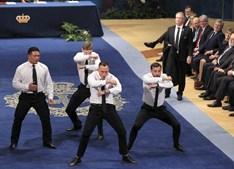Jogadores de râguebi dançaram o 'haka' de fato e gravata