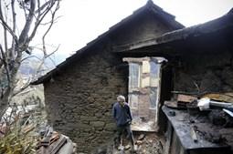 Casas destruídas pelo fogo