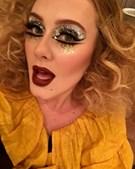 Adele mascarada