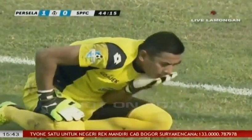 ef5ad4c859 Jogador de futebol morre após colisão com colega em campo - Futebol ...