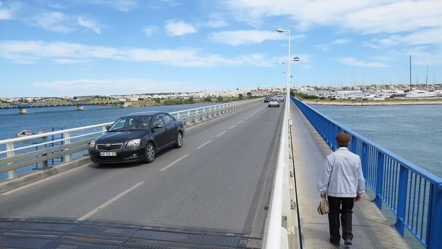 Autarquia adquiriu dois imóveis em frente ao jardim 1º de Dezembro para melhorar acessos à ponte velha de Portimão