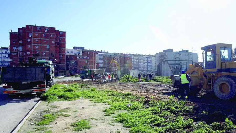 Bairro da Jamaica é composto por vários prédios inacabados e continua a crescer com novas construções