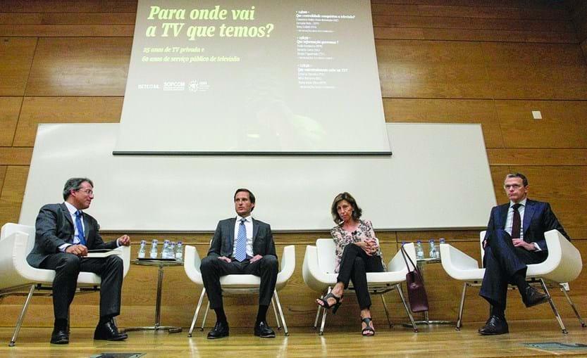 Moderador Gustavo Cardoso, Francisco Pinto Balsemão, Rosa Cullell e Gonçalo Reis, ontem na conferência