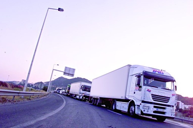 Camionistas alertam para ataques nas estradas francesas