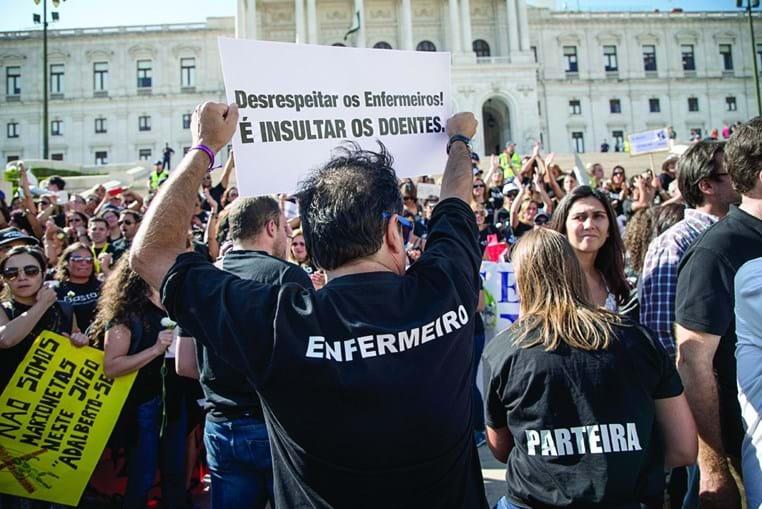 Enfermeiros contestaram nas ruas durante as negociações entre sindicatos e Governo. Ministério anunciou acordo