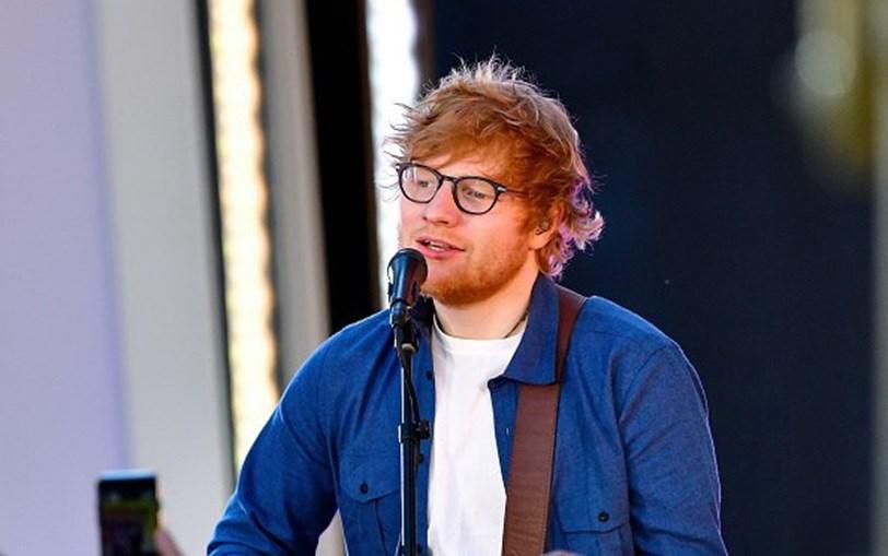 O cantor a atuar no MTV TRL Kick-Off, emTimes Square
