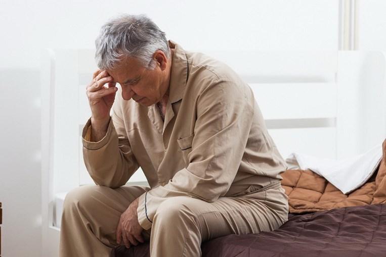Qualidade do sono pode ser afetada devido à necessidade constante e urgente de urinar. Há doentes que têm de se levantar várias vezes durante a noite