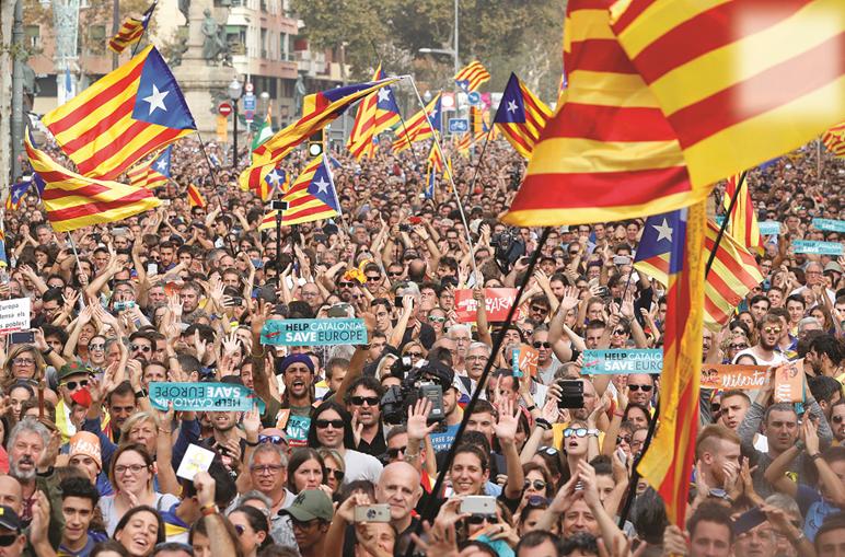 Catalães saíram à rua para celebrar declaração de independência