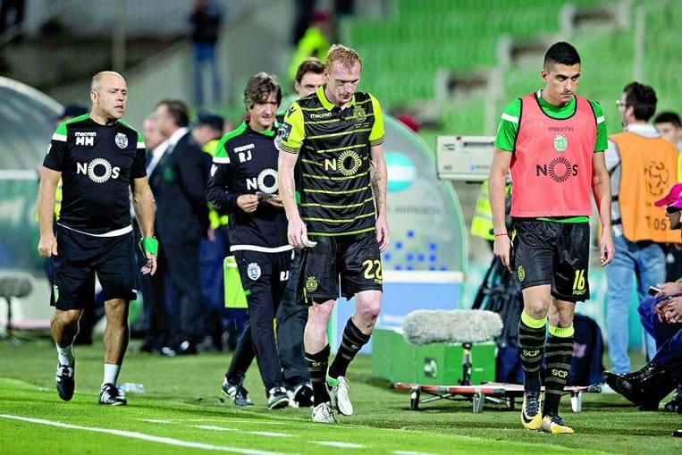 Mathieu saiu lesionado no jogo de Vila do Conde ainda durante a primeira parte