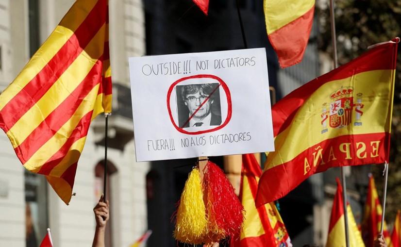 Milhares em desfile na Catalunha contra o separatismo