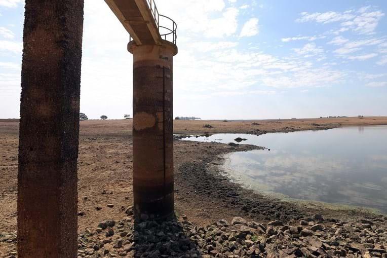 Seca atinge barragens e campos agrícolas