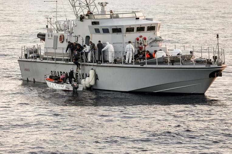 Navio 'Viana do Castelo' resgatou migrantes ao largo de Itália