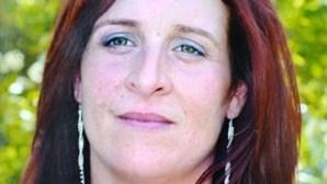 Mata mulher à facada com os filhos a dormir