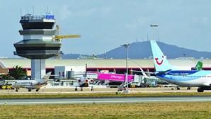 Avião da Flybe aterra de emergência em Faro