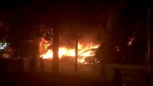 Explosão em Israel faz colapsar edifício e mata quatro pessoas