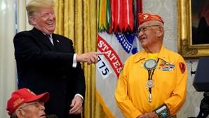 Trump chama 'Pocahontas' a senadora perante índios Navajo
