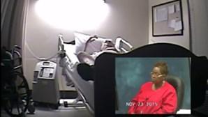 Enfermeiras riem enquanto doente agonia até morrer