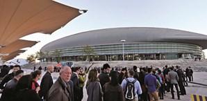 Antes da abertura de portas do Altice Arena foram muitos os que fizeram fila para entrar na conferência. O evento só arrancou às 18h00