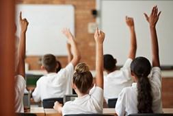 bastam dois casos confirmados de Covid-19 numa escola para que seja declarado um surto