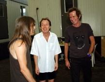 Os irmãos Young com Keith Richards, dos Rolling Stones