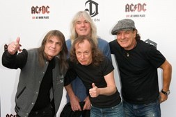 Malcolm Young, Cliff Williams Angus Young e Brian Johnson em 2009