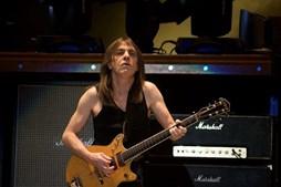 Malcolm Young num concerto de 2009