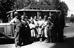 Aristides de Sousa Mendes com a família, que o acompanhava nas suas viagens diplomáticas