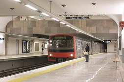 Composições do Metro, na Linha Verde, estiveram paradas durante oito minutos por falta de eletricidade
