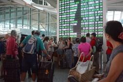 Milhares de turistas ficaram em terra devido ao fecho do aeroporto de Bali
