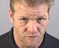 Thug Andrew Newman perseguiu a ex-namorada com um machado e acertou-lhe na cabeça