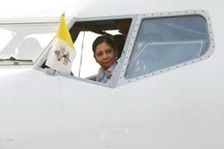 Papa Francisco à chegada ao Bangladesh
