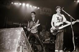 Zé Pedro em concerto com os Xutos & Pontapés em 1987