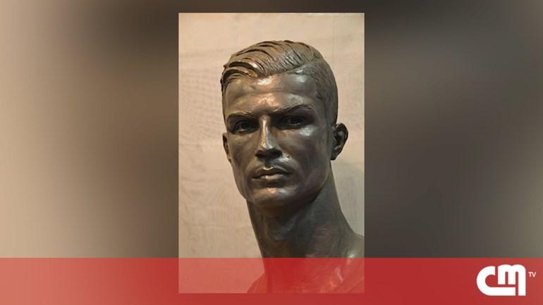 cb8da8aa75856 Enviar o artigo  Há um novo busto de Cristiano Ronaldo e desta vez agrada  os fãs