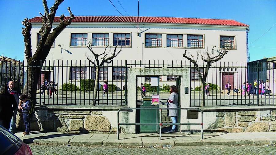 Escola de Santegãos fica em Rio Tinto, Gondomar, e está inserida no Agrupamento de Escolas de Pedrouços, na Maia