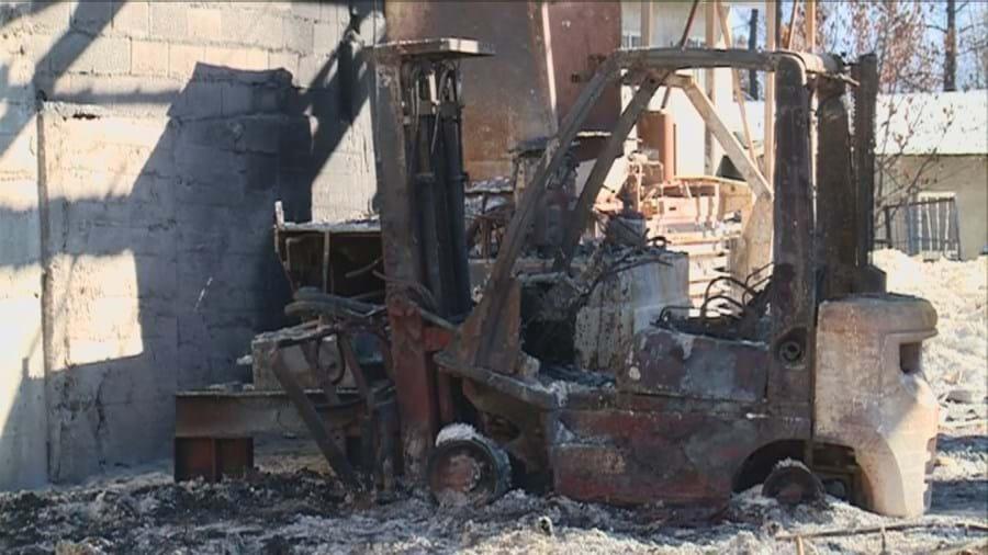 Máquina destruída pelos fogos