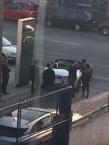 Herrera foi fotografado no stand da Jaguar