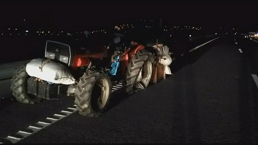 Idoso conduz trator em contramão na A4 e provoca acidente