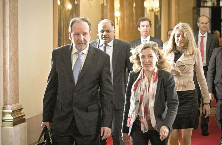 Elementos da troika chegam hoje, e amanhã começam a reunir no Ministério das Finanças