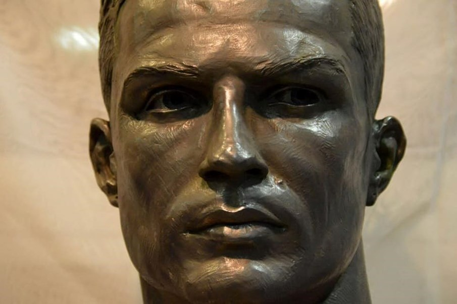358c4e7ee0337 Há um novo busto de Cristiano Ronaldo e desta vez agrada os fãs - Futebol -  Correio da Manhã