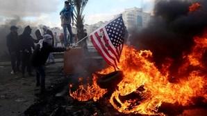 Dezenas de feridos em protesto contra Trump