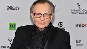 Morreu Larry King, famoso apresentador de televisão norte-americano, infetado com Covid-19